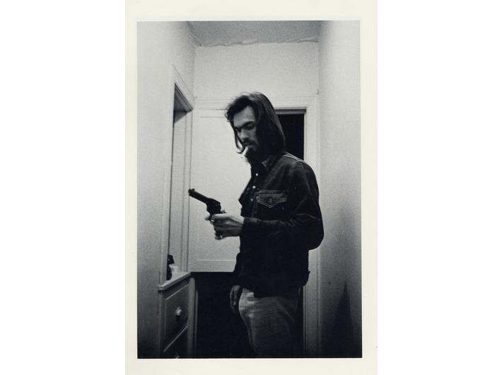 Larry Clark, bez tytułu //(T34)//, 1971, z cyklu //Tulsa//, fotografia, 35,56 × 27,94 cm