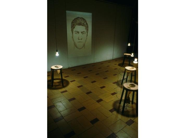 Dorota Nieznalska, //Modus operandi//, 1998, installation, 700 × 300 cm