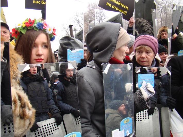 Performans Obywatelskiego Sektora Majdanu //Królestwo ciemności zostało pokonane//, 2013, dokumentacja fotograficzna, courtesy of Mystetskyi Arsenal