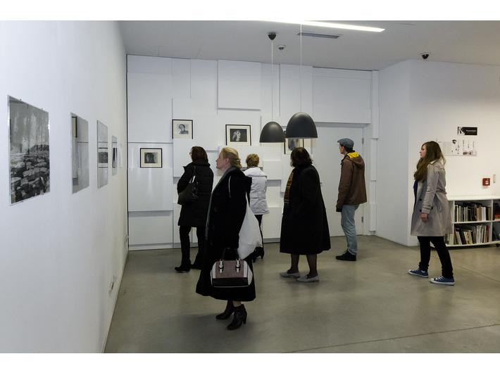 Wystawa Mariana Szulca //Malarstwo, rzeźba, fotografia//, Biblioteka MOCAK-u, fot. Rafał Sosin - 12