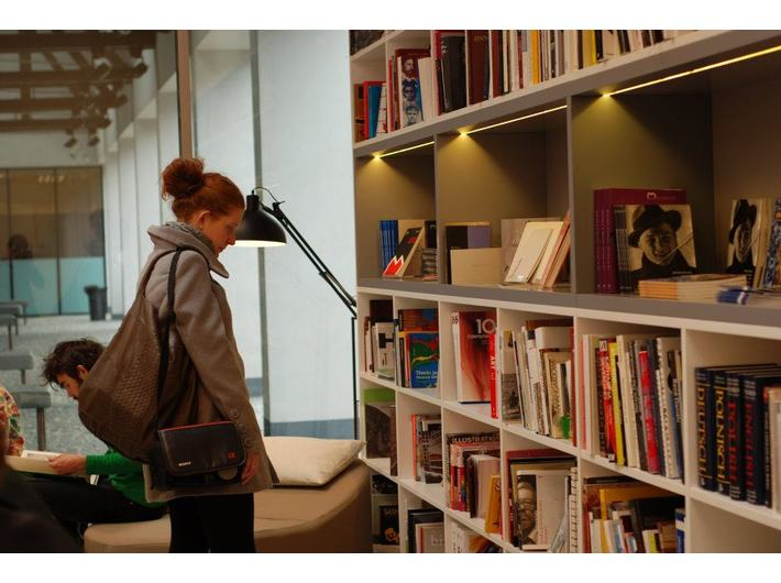 Biblioteka MOCAK-u, fot. Katarzyna Wincenciak