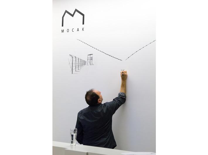 Performans rysunkowy Michela Kichki, Noc Muzeów, Biblioteka MOCAK-u