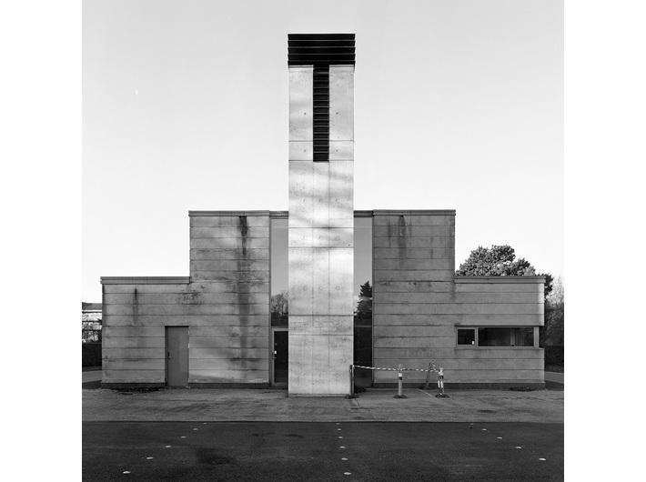 Wojciech Wilczyk, //Amager – Kastrupvej//, 2013, z cyklu //Blue Pueblo//, fotografia,  50 × 50 cm, courtesy W. Wilczyk