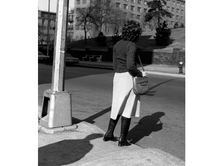 Mac Adams Przez park, 1975, z cyklu Tajemnice, 2 fotografie, 84,4 × 77,4 cm każda