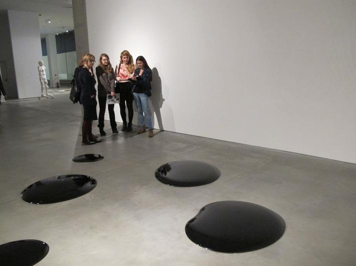 Warsztaty //Audiodeskrypcja Kolekcji//, 17.11.2015, wystawa Kolekcji MOCAK-u, Ai Wei Wei //Oil Spills//, 2006