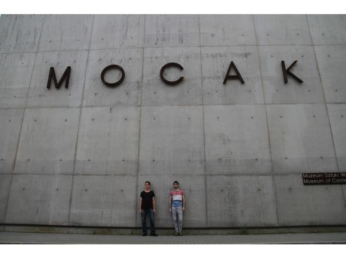 Tymothy Maksymenko i Simone Castellan przed performansem w MOCAK-u, 14.7.2016, fot. MUTRO Art: Alina Savarovska, Nastia Vorobiova