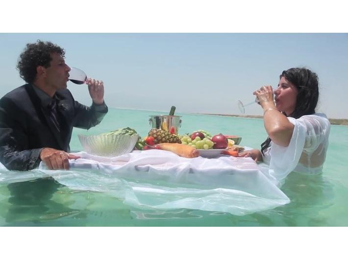 Nezaket Ekici & Shahar Marcus, //Salt Dinner//, 2012, video, 3 min 16 s, courtesy of the artists & Braverman Gallery Tel Aviv