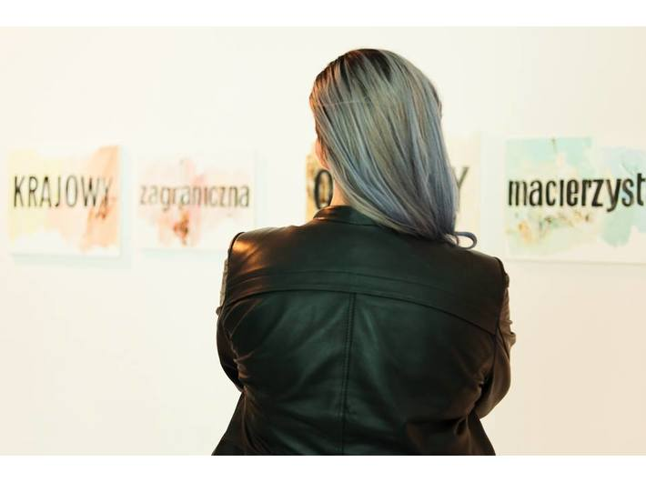 Wystawa Kolekcji MOCAK-u,  w tle prace Jadwigi Sawickiej, fot. Marcin Świdziński