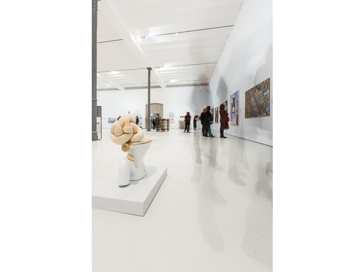 Otwarcie wystawy prac z Kolekcji MOCAK-u w Rzymie, fot. Giovanni Stella, courtesy Fondazione MAXXI | na pierwszym planie widoczna praca Sarah Lucas //Sucky Thing 2011// (2011)