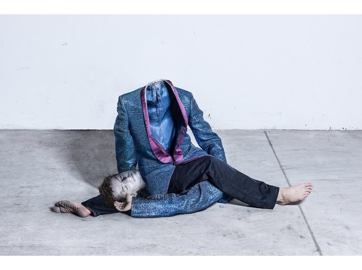 Oskar Dawicki, //Gimnastyka profana//, 2013 tusz pigmentowy / płótno, 200 x 100 cm, courtesy Galeria Raster