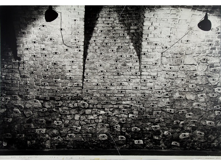 John Blake, //600 Eyes for Krzysztofory//, 1981, photograph of the installation, 126 × 179.3 cm, MOCAK Archive