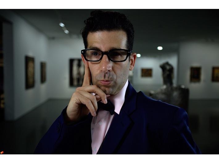 Shahar Marcus, //Kurator//, 2011, video, 4 min 25 s