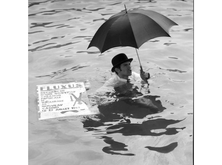 Ben Vautier swimming in the harbour of Nice, 26 July 1963, Nicea, during the Fluxus Festival d'Art Total (et du Comportement); photo: Philippe François