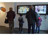 //Kolekcja MOCAK-u w MBWA w Lesznie//, courtesy MBWA Leszno | Shahar Marcus, //Kurator//, wideo, 2011 i Azorro, //Czy artyście wolno wszystko//, wideo, 2002