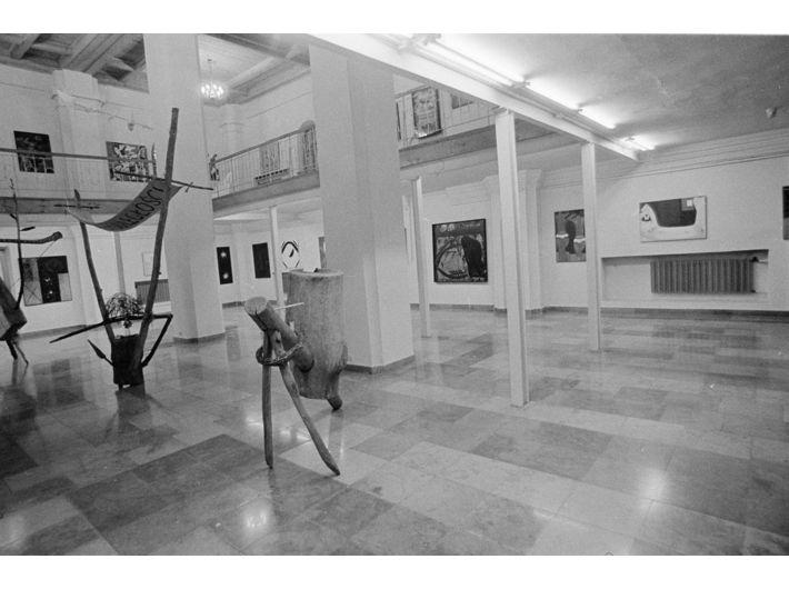Wystawa Grupy Krakowskiej w Nowym Sączu, prawdopodobnie 1988, fot. Maria Anna Potocka