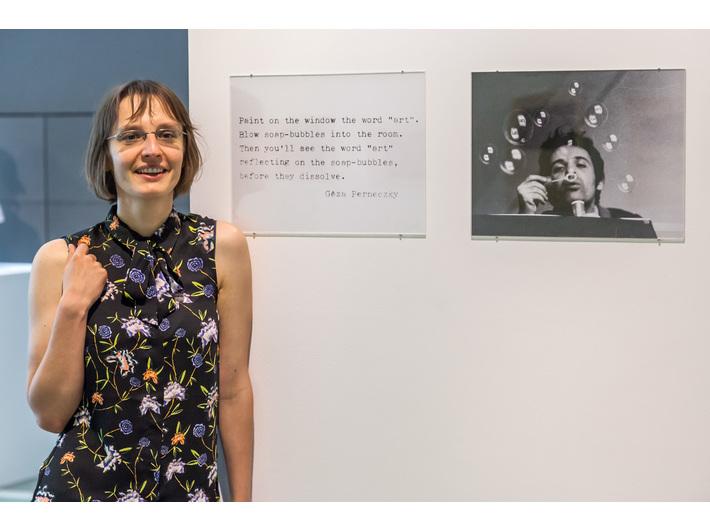 Magdalena Mazik przy pracy z cyklu //Concepts Like Commentary// Gézy Perneczkiego, fot. R. Sosin