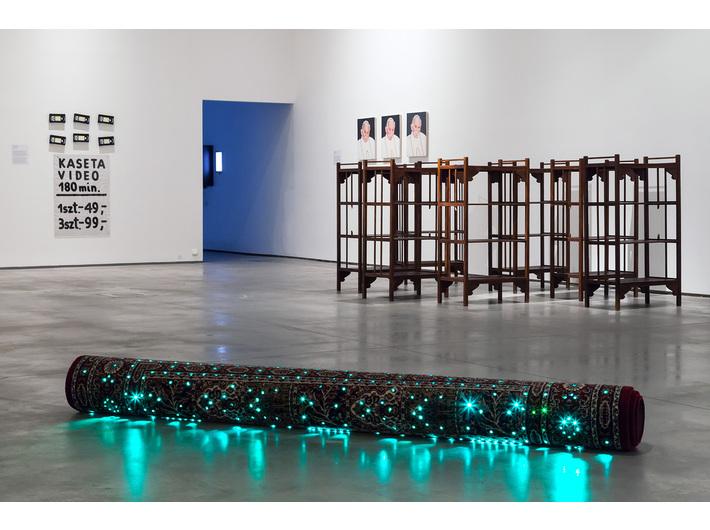 Wystawa Kolekcji MOCAK-u, na pierwszym planie widoczna praca Marka Kvetána //Dywan//, fot. R. Sosin