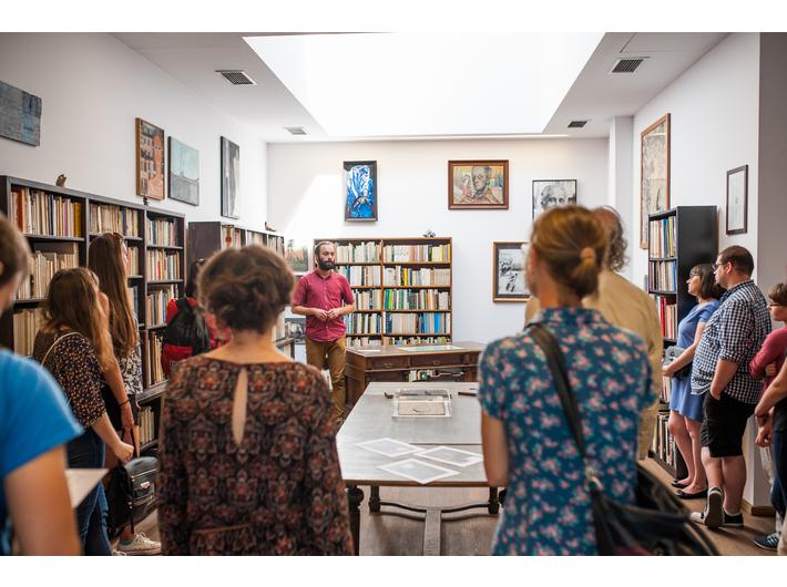 Oprowadzanie po Bibliotece Mieczysława Porębskiego, fot. M. Świdziński