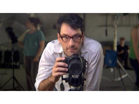 Omer Fast, //Wyglądać pięknie dla Boga (za G.W.)//, 2008, wideo, 27 min