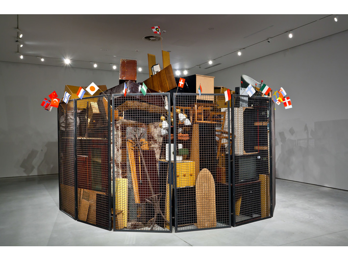 Jarosław Kozłowski, //A United World – the Totalitarian Version//, 2000, installation / steel grating, furniture, household accessories, flags, Ø circa 5 m, the MOCAK Collection, photo: R. Sosin