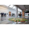 Na pierwszym planie: Gal Weinstein, //Nahalal (częściowo zachmurzone)//, 2011, instalacja, 395 × 395 × 35 cm, courtesy G. Weinstein, fot. R. Sosin812