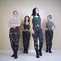 Siergiej Bratkow, //One nadchodzą//, z cyklu //Żołnierki//, 2001, dzięki uprzejmości Regina Gallery, London & Moscow70