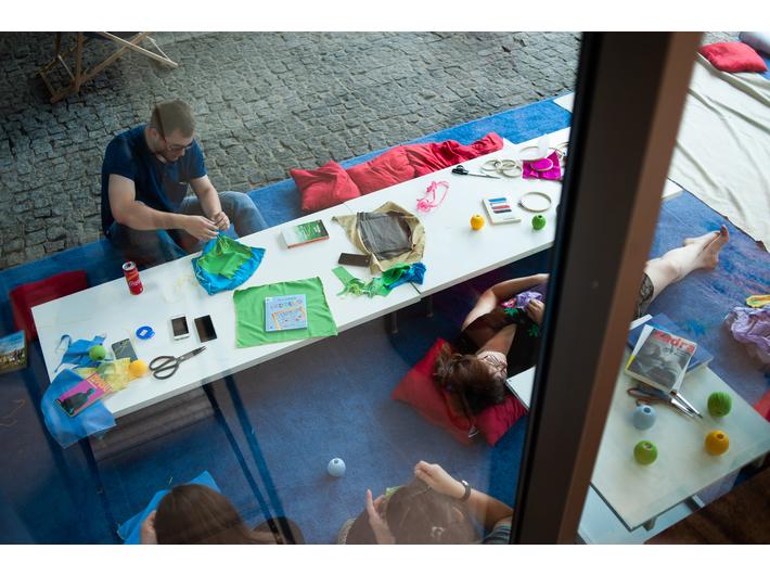 Warsztat szycia domków dla książek, fot. M. Świdziński