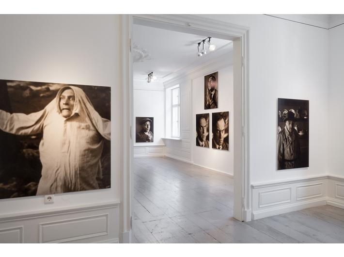 Widok wystawy //Genialny chuligan// w Instytucie Polskim w Düsseldorfie, fot. Hanne Brandt