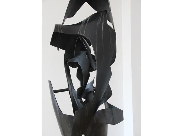 Krzysztof M. Bednarski, //Moby Dick – Vertical Whale//, 2012, brąz patynowany, 260 × 80 × 70 cm, fot. K. M. Bednarski