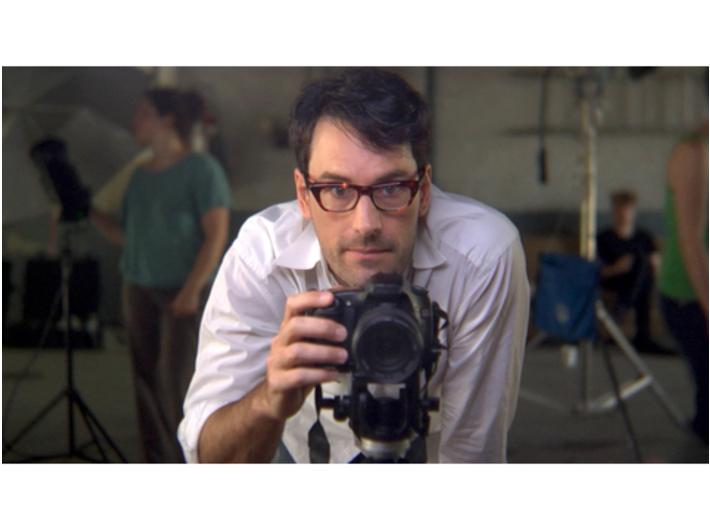 Omer Fast, //Wyglądać pięknie dla Boga (za G.W.)//, 2008, wideo, 27 min, Kolekcja MOCAK-u