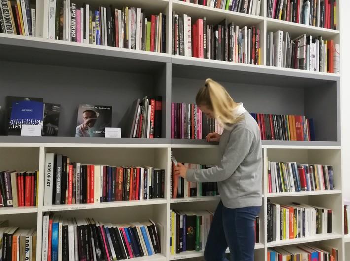 Nowości w Bibliotece MOCAK-u, fot. K. Gibas