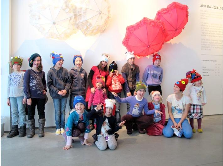 //Wesołe czapki//. Warsztaty w ramach programu Ferie w MOCAK-u, 2012