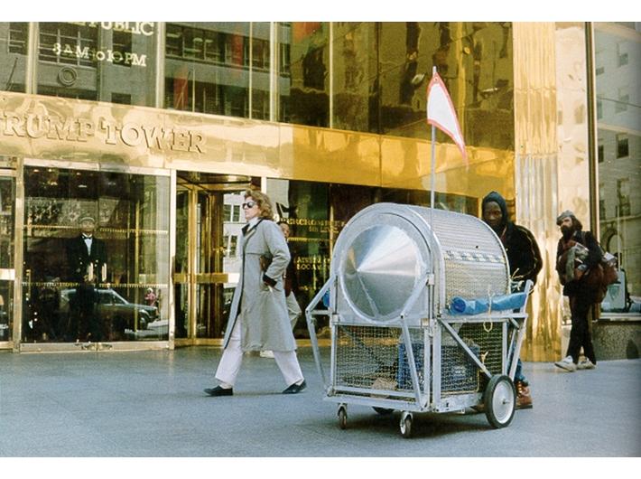 Krzysztof Wodiczko, //Pojazd dla bezdomnych//, Nowy Jork, 1988, Archiwum MOCAK-u