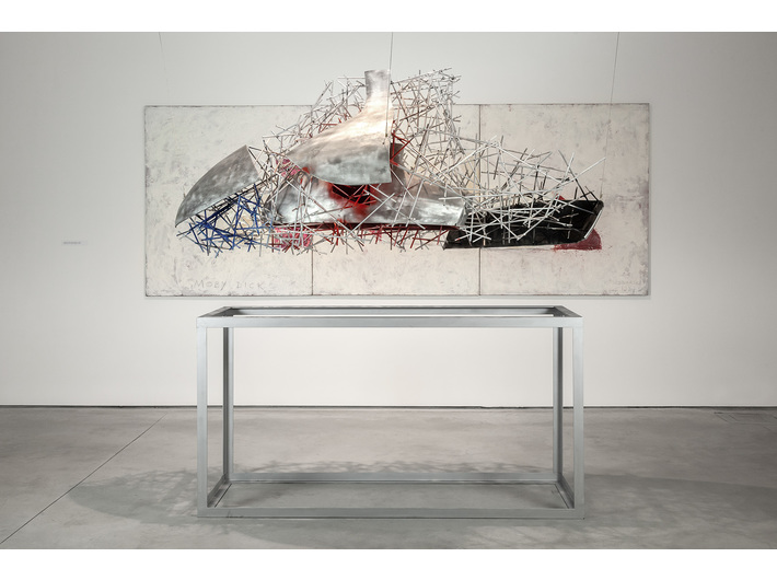//Karl Marx vs Moby Dick: An Analysis of Form and Demolition of Ideas// exhibition. Krzysztof M. Bednarski, //Neo-Moby Dick//, 2014, aluminium, 240 × 90 × 100 cm, courtesy of K.M. Bednarski, photo: R. Sosin