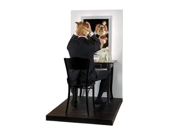 Deborah Sengl, //I cięcie!//, 2012, instalacja, 152 × 79 × 140 cm, Kolekcja MOCAK-u