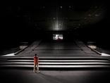Fragment instalacji wideo Piotra Wysockiego //Zbliżenie// (2008) w  kinie Relax, fot. Kobas Laksa3