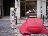 Namiot przed siedzibą Fundacji Bęc Zmiana, 2011, fot. Bęc Zmiana2