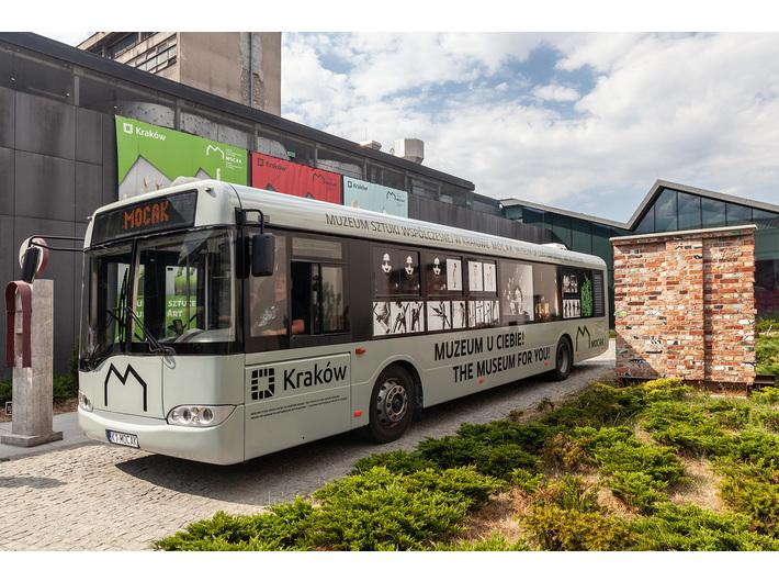 Autobus MOCAK-u, fot. R. Sosin