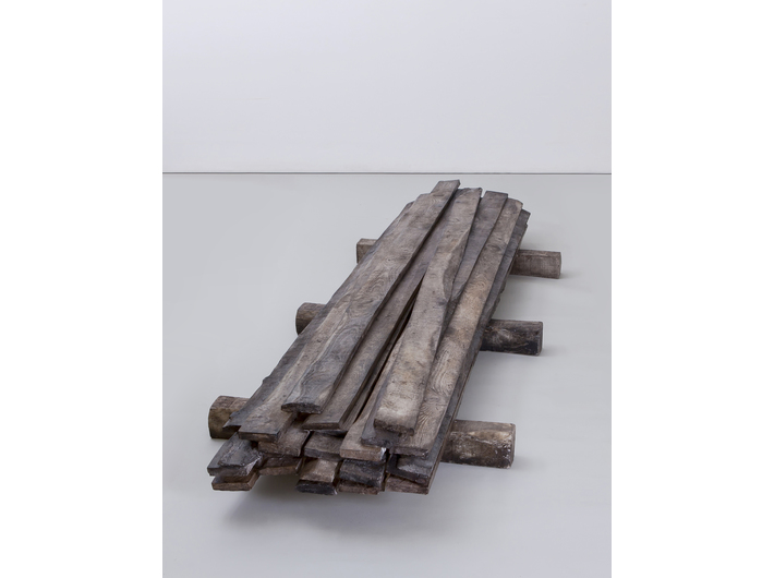 Guido Casaretto, //Stack Permutation II//, 2017, pastel / biała żywica epoksydowa, 24 × 251 × 80 cm, courtesy Zilberman Gallery, fot. K. Kaygusuz