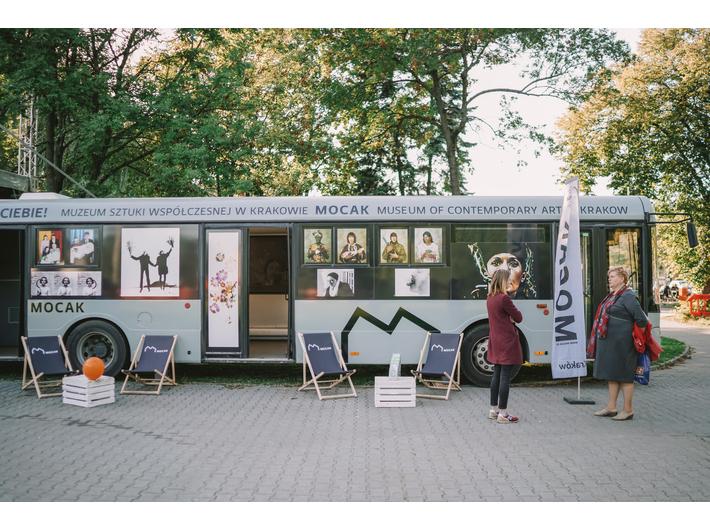 Autobus MOCAK-u na Kombinacie Kultury, fot. P. Pietruszka