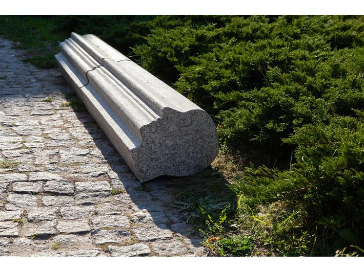 Krzysztof M. Bednarski, // Kerb (section)//, 2009, sculpture (granite), MOCAK Collection, photo: R. Sosin