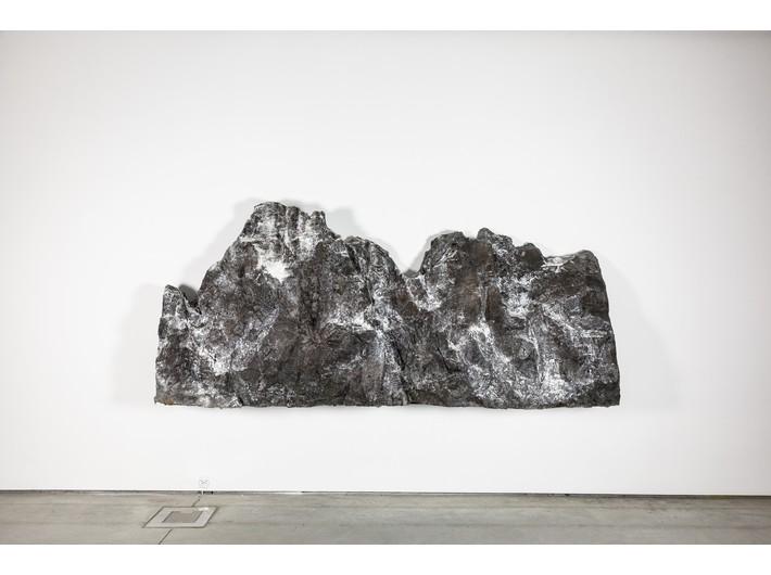 Guido Casaretto, //Monte Grigio//, 2017, olej, akryl / płótno, courtesy Banu & Hakan Çarmıkl, fot. R. Sosin