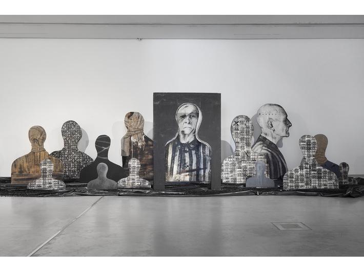 Wystawa //II wojna światowa – dramat, symbol, trauma//. Józef Szajna, //Reminiscencje//, 1969–1990, instalacja, courtesy Muzeum Śląskie w Katowicach. Fot. R. Sosin