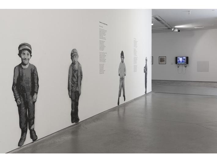 //World War II – Drama, Symbol, Trauma// exhibition. Piotr Saul, //Children of Bałuty − Murals of Remembrance//, 2016/2019, murals, courtesy P. Saul, photo: R. Sosin