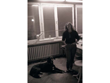 Anda Rottenberg w pracowni Edwarda Krasińskiego w Warszawie, 1989, fot. Eustachy Kossowski, Anka Ptaszkowska, Archiwum Eustachego Kossowskiego w Muzeum Sztuki Współczesnej w Warszawie2
