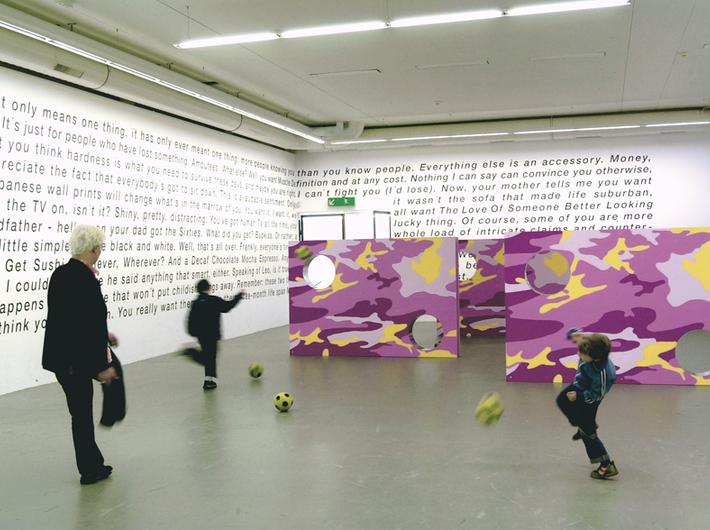 Olaf Nicolai, Camouflage/Torwand 1-3 (Croy, Kleff, Maier), 2001, instalacja, Galerie EIGEN + ART Leipzig/Berlin, VG Bild-Kunst, Bonn 2012, fot. FBM-studio Zürich/Migros Museum