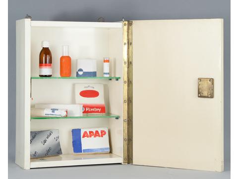 Wilhelm Sasnal, bez tytułu [Apteczka], 2000, technika mieszana, 46,5 × 32 × 16 cm, Kolekcja MOCAK-u