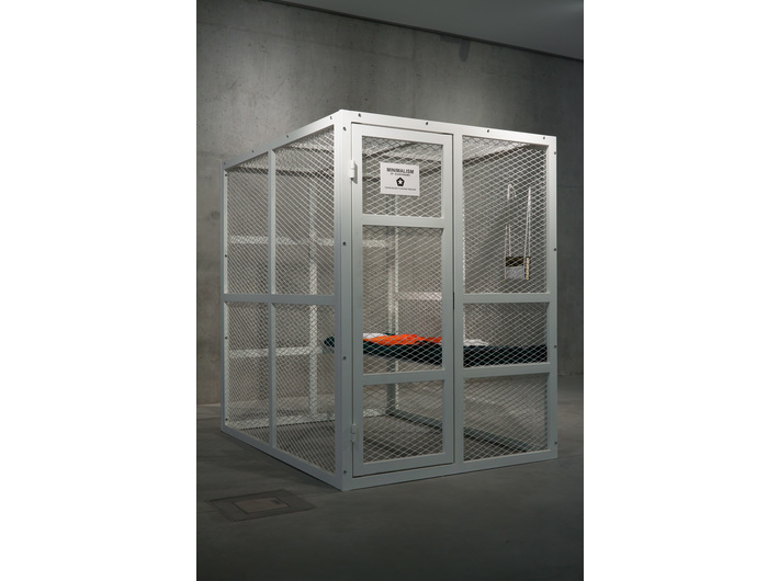 Tomasz Bajer, //Minimalism of Guantanamo//, 2008, instalacja, Kolekcja MOCAK-u