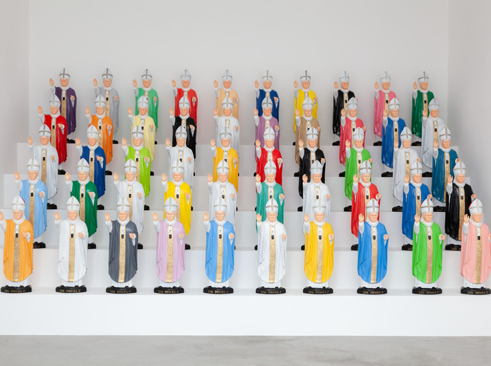 Peter Fuss, //Garden Popes//, 2007, objects, c. 80 × 25 × 20 cm each, courtesy P. Fuss