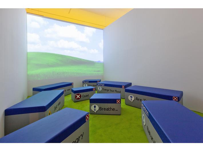 Wystawa //Dialog z przestrzenią//, Laura Pawela, //Natural View//, 2008, instalacja wideo, 50 × 140 × 66 cm, Kolekcja MOCAK-u, fot. R. Sosin